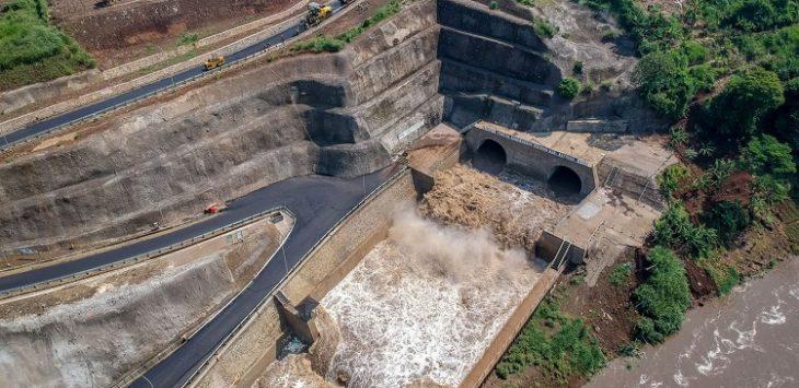 Pembangunan floodway Cisangkuy.