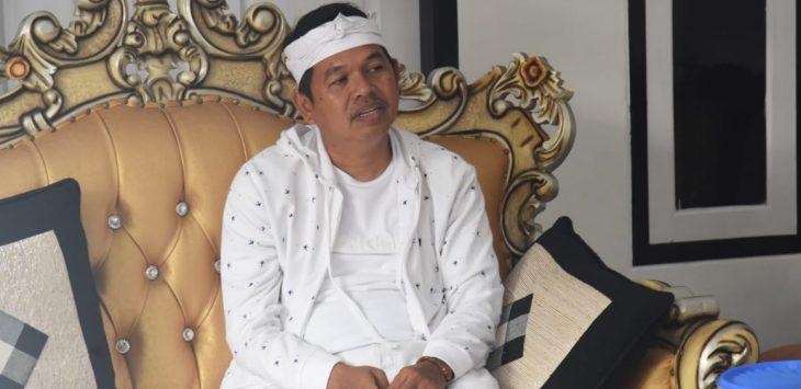 Dedi Mulyadi, wakil ketua komisi IV DPR RI saat berbincang di kediamannya.