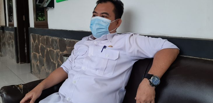 Irfan, Kabid Sampah pada Dinas Lingkungan Hidup Kabupaten Purwakarta saat berbincang dengan pojokjabar.