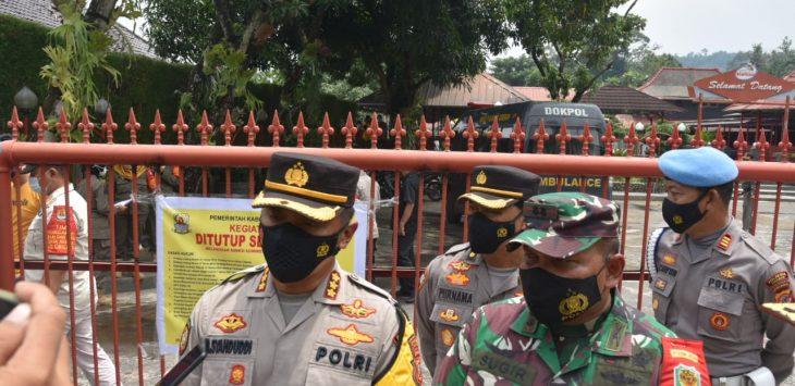 Syahduddi, didampingi Dandim 0620/Kabupaten Cirebon, Letkol Inf Sugir. Dede