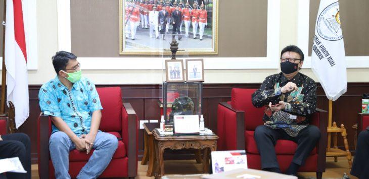 Budi Hermansyah alumni unpad peduli Pancasila, saat berdialog dengan menteri PAN RB Tjahjo Kumolo. Arif