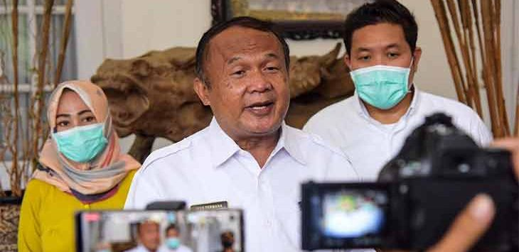 Sekretaris Daerah Purwakarta sekaligus Ketua Harian Gugus Tugas Percepatan Penanganan Covid-19 Purwakarta, Iyus Permana memberikan keterangan pers.