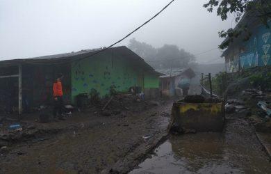 Suasana pasca banjir bandang di kawasan Gunung Mas