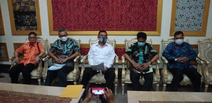 Walikota Cirebon, Nashrudin Azis saat memberikan keterangan. Ist