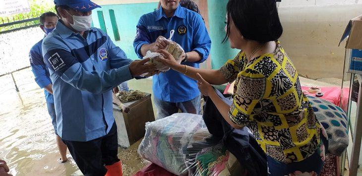 FKKGD Bandung Barat bantu korban banjir di Karawang, Selasa (23/2/2021)./Foto: Ega