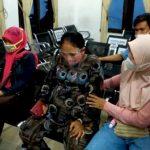 Ibu hamil yang mau melahirkan setelah diantar oleh Petugas Patroli Satlantas Polres Majalengka