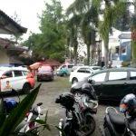 Konvoi ambulans untuk evakuasi santri yang terpapar Virus Corona