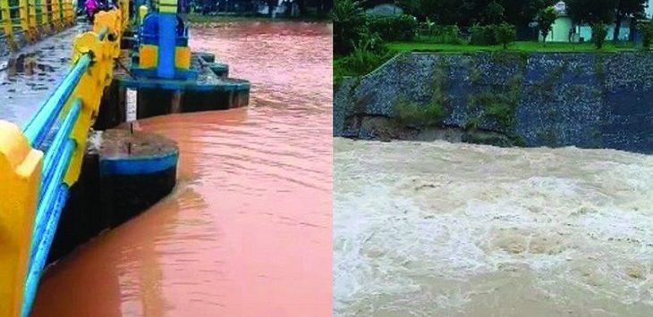 Sebagian turap dinding penahan di area pintu air Situ Kamojing tampak ambrol./Foto: RK