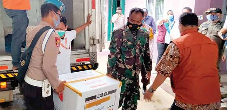 Kedatangan 3300 vial Vaksin tahap kedua ke Gudang Farmasi Dinas Kesehatan Kabupaten Sukabumi di Jalan Raya Karangtengah KM 14 nomor 742 Desa Karangtengah, Kecamatan Cibadak.