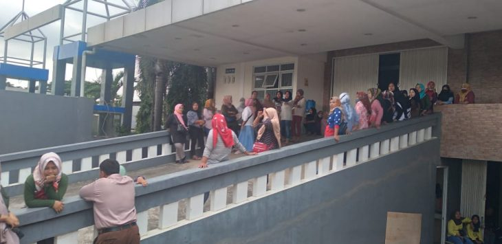 Demo karyawan CV. Kacma, Selasa (30/3/2021)./Foto: Istimewa
