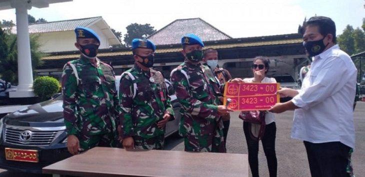 Denpom III Siliwangi melimpahkan kasus perempuan pamer mobil plat TNI palsu ke pihak kepolisian./Foto. Istimewa