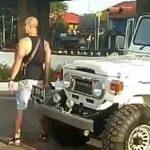 Viral! Pria Berbadan Tegap Adu Mulut dengan Petugas Dishub di Kalimalang dan Rusak Rambu 02
