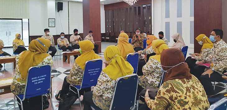 Panitia HUT Kota Depok ke-22 saat mengadakan rapat di Aula Teratai, Balaikota Depok, Kamis (15/4).