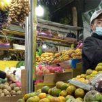 Pedagang-Buah-buahan-di-Pasar-Rakyat-Cipanas