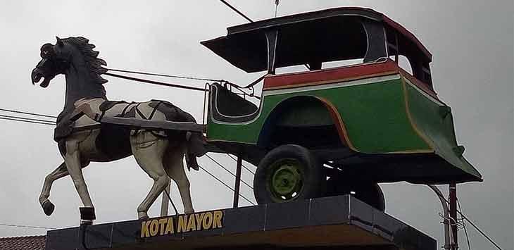 Tugu Nayor yang merupakan simbol dari Kecamatan Cibadak. Istimewa