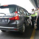 Hari Pertama Larangan Mudik, 684 Mobil Dikeluarkan dari Tol Cikarang dan Karawang