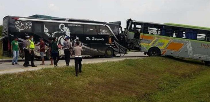 Bus yang mengalami kecelakaan lalulintas di ruas tol Cipali.