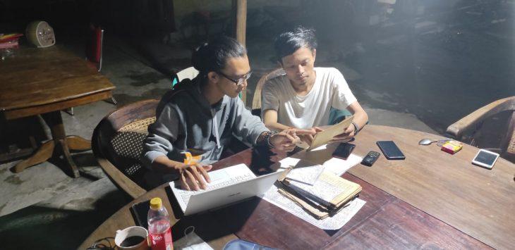Ngaji naskah kuno di Perpustakaan Wangsakerta, Keraton Kanoman, Cirebon./Foto: Istimewa