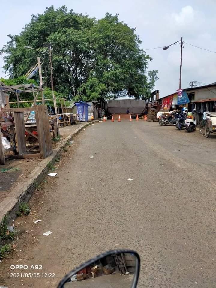 Penyekatan jalan di Karawang