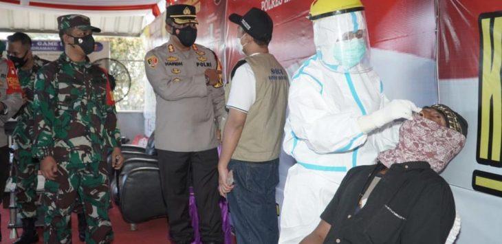Polres Indramayu adakan rapid tes antingen di  Pos Pam Lohbener, Indramayu, Ahad (16/5/2021)./Foto: Istimewa