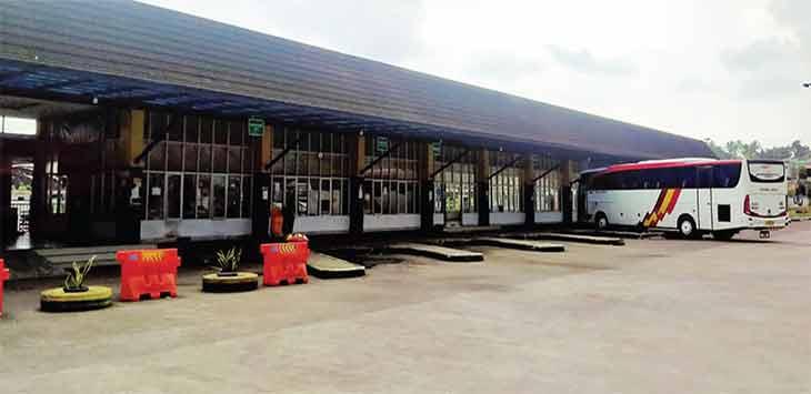 Kondisi Terminal Tipe A KH Ahmad Sanusi, Kota Sukabumi sepi pengunjung sejak diberlakukannya larangan mudik pada 6 sampai 17 Mei 2021 mendatang.