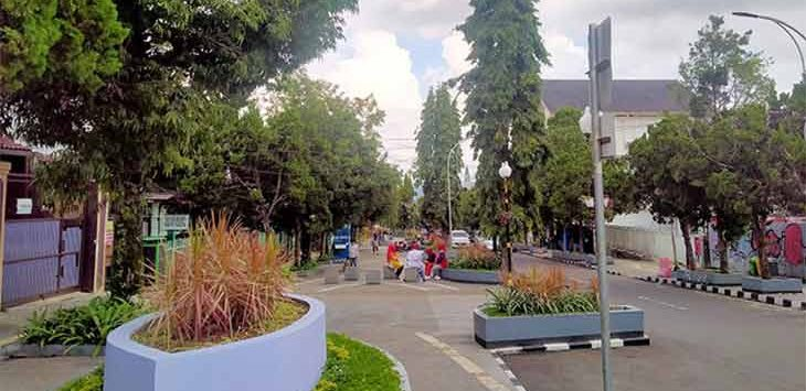 Kondisi kawasan Dago di Jalan Ir H Juanda Kota Sukabumi, sepi pedagang, Senin (21/6).