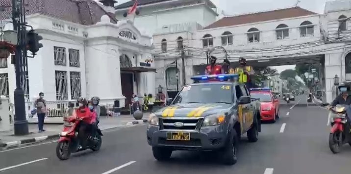 Polrestabes Bandung lakulan penutupan sejumlah ruas jalan./Foto: Arief