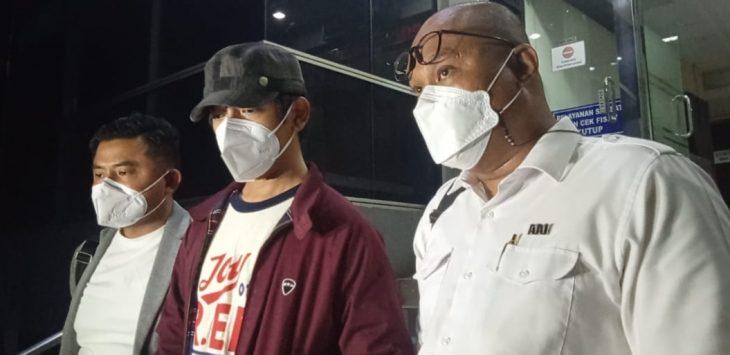 Rian D'Masiv saat memberikan keterangan di Polda Metro Jaya./Foto: Istimewa