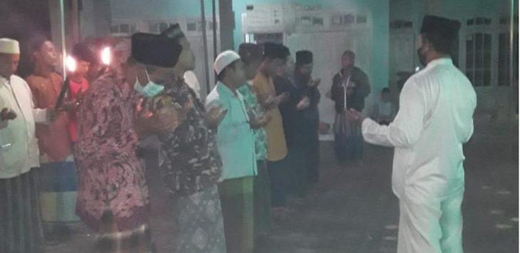 Warga Blok Rengaspayung, Desa Kertasemaya, Kabupaten Indramayu melaksanakan Tradisi Baritan./Foto: Istimewa