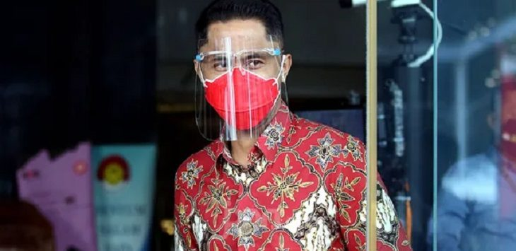 Plt Bupati Bandung Barat Hengky Kurniawan usai menjalani pemeriksaan di Gedung KPK, Jakarta, Selasa (27/7)./Foto: jpnn