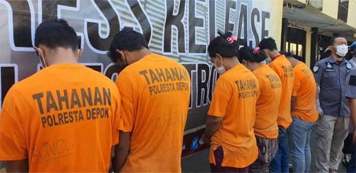Unit Reskrim Polres Metro Depok mengamankan para pelaku sindikat pembuatan surat antigen palsu, Selasa (27/7). Ist