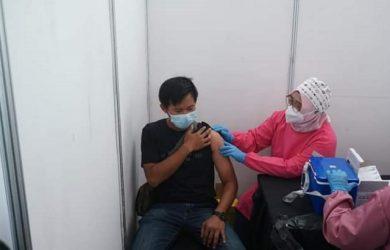 Vaksinasi Covid-19 di Karawang