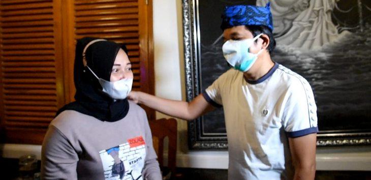 Wakil Ketua Komisi IV DPR RI, Dedi Mulyadi saat bertemu pedagang kecil yang terkena razia ppkm darurat di Purwakarta. (Foto : Dok)