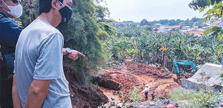 Kondisi setelah longsor dan banjir yang terjadi di RT 3/10 Kelurahan Curug, Kecamatan Cimanggis dan RT 4/22 Kelurahan Sukatani, Kecamatan Tapos, Selasa (3/8).