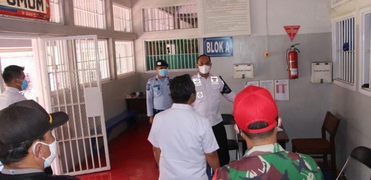 Rumah Tahanan Negara Kelas I Bandung, melakukan kegiatan razia dan pemusnahan alat komunikasi ilegal di dalam Rutan Bandung.