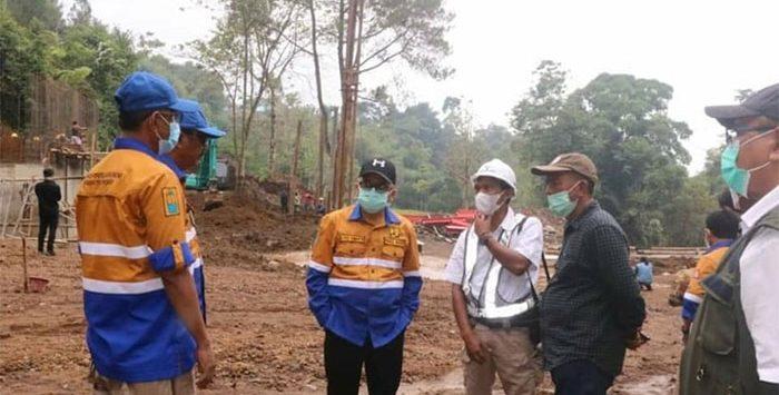 Wakil Bupati Sukabumi H. Iyos Somantri monitoring pengerjaan pembangunan jembatan kawasan wisata Cinumpang