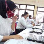 Sejumlah peserta sudah duduk di ruang ujian Tes SKD CASN sebelum ujian dimulai, Gedung Balai Rakyat II, Kecamatan Sukmajaya
